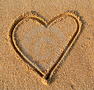 Heart in sand (Look Like) - similarity image