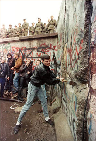 Berlin wall (War) - similarity image