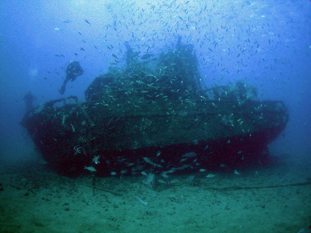 Artificial reef with boats (Pollution) - similarity image