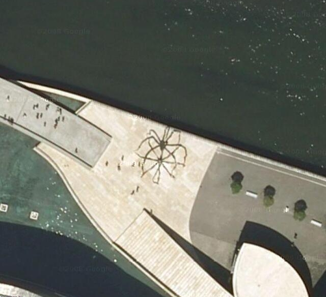 Google Earth Map Of Spain.Giant Spider In Spain Giant Strange Google Earth Maps