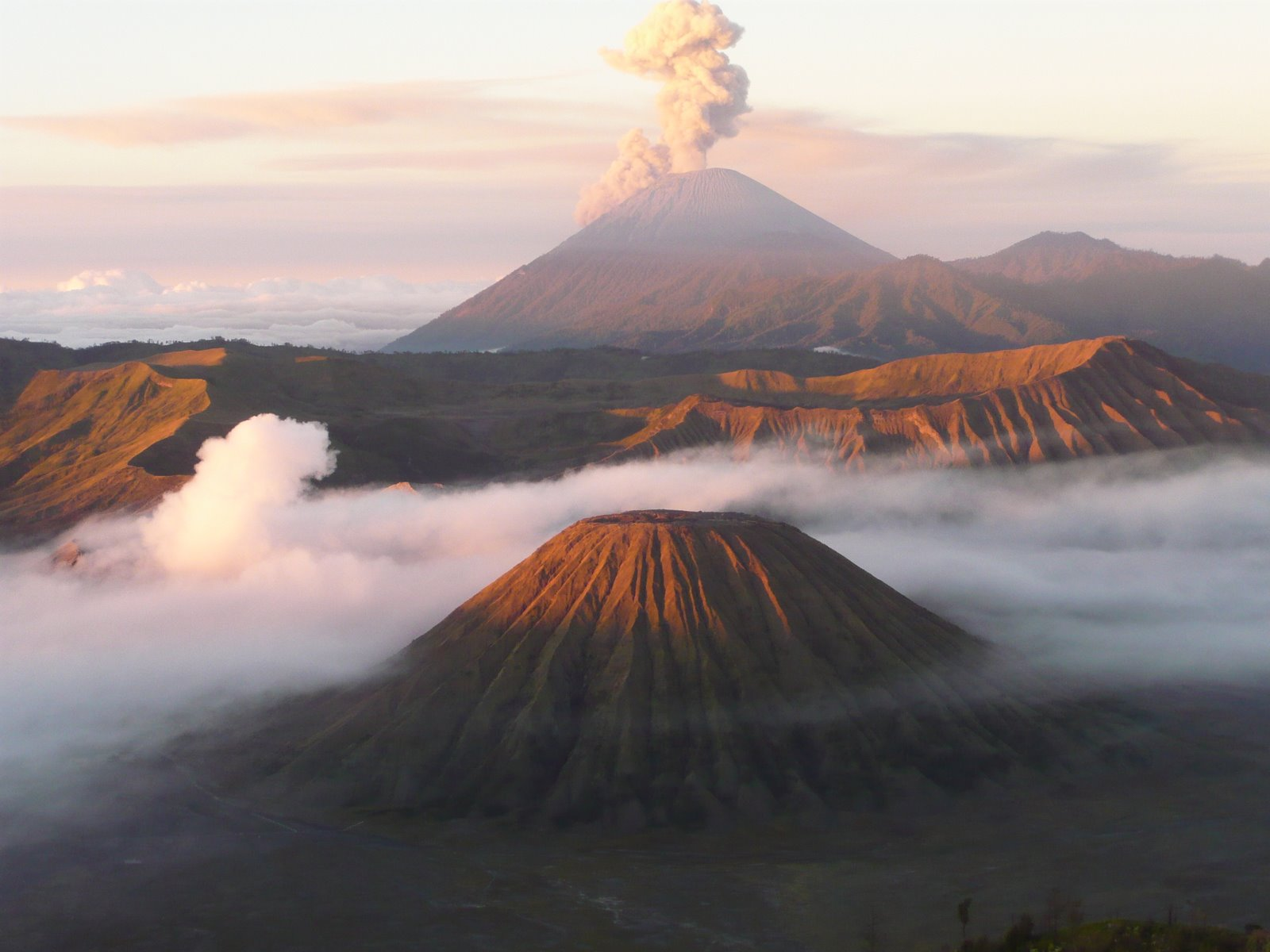 Mount Semeru smoke (Volcano) - similarity image